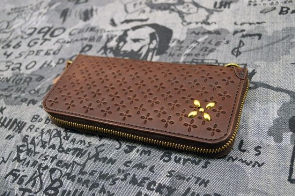 画像1: 【Venom Leather】Qee別注 Cross Emboss Zip-around Wallet / Brown