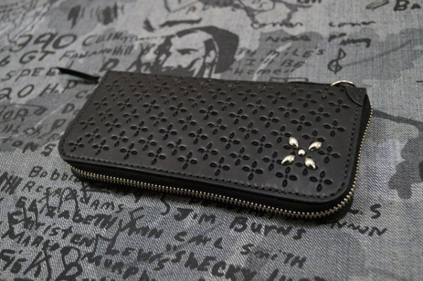 画像1: 【Venom Leather】Qee別注 Cross Emboss Zip-around Wallet / Black